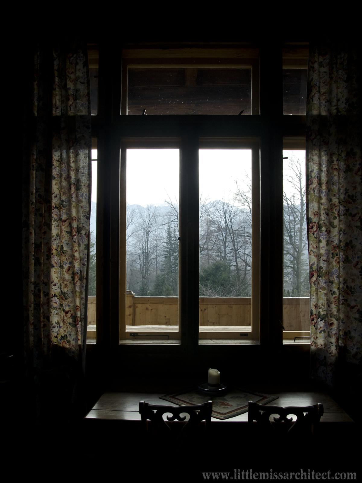 widok na Tatry z Domu pod Jedlami. Architetk na Szpilkach