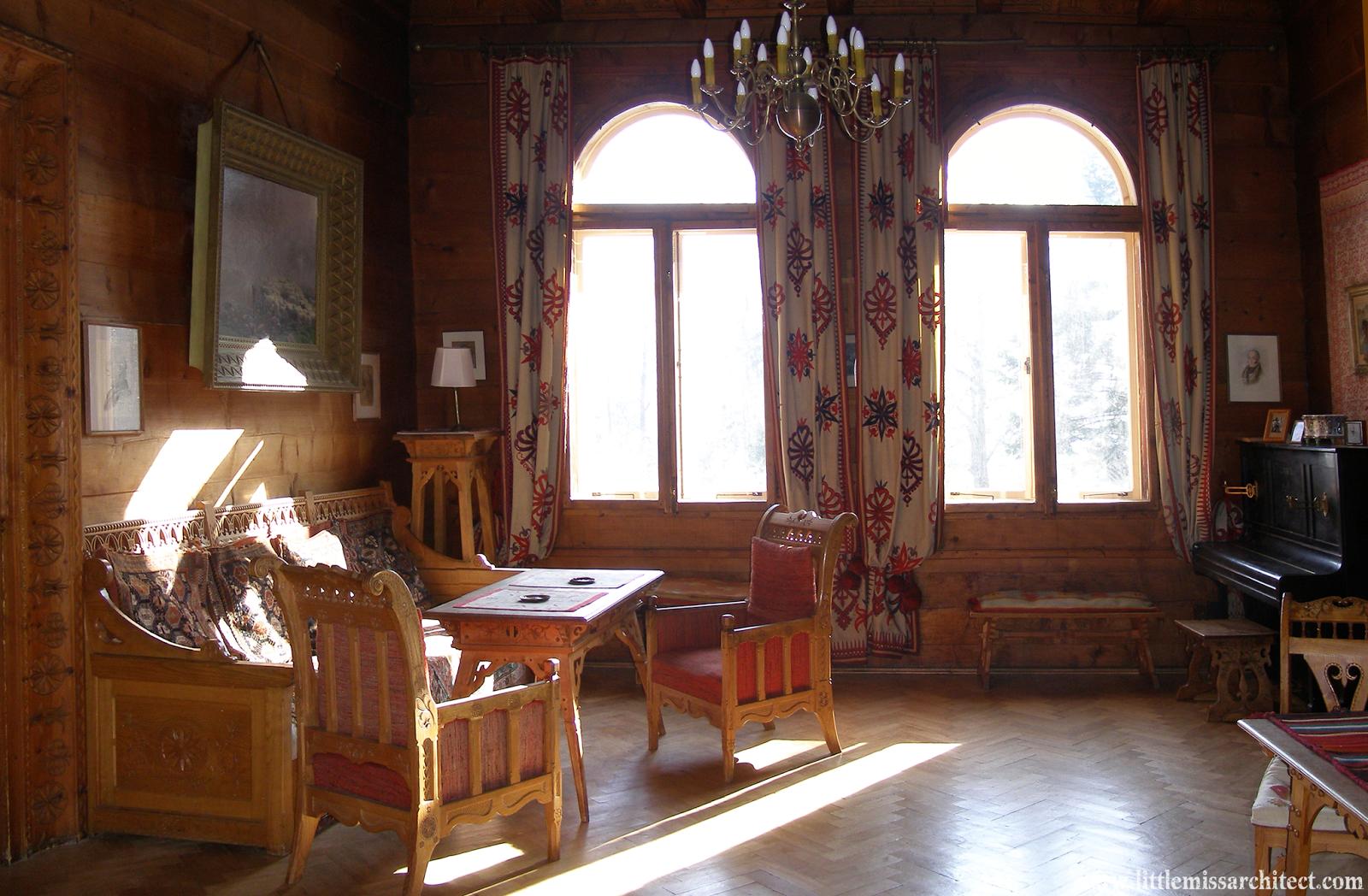 """salon""""Domu pod Jedlami"""", www.architektnaszpilkach.pl"""