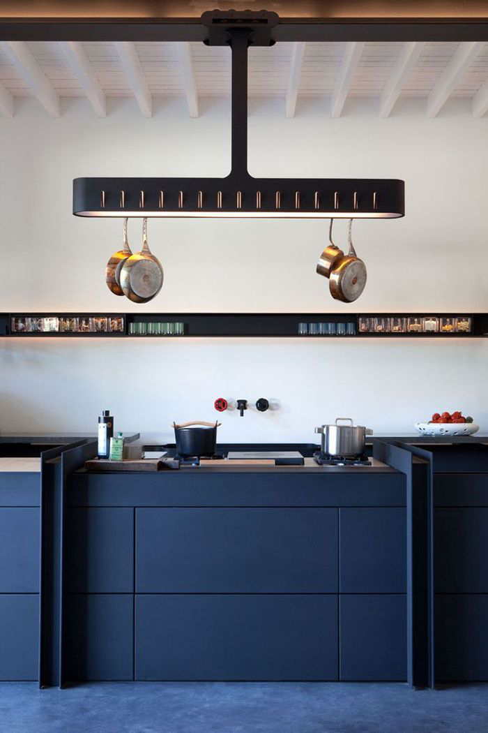 Ciemnonienieska kuchnia, Architekt na szpilkach