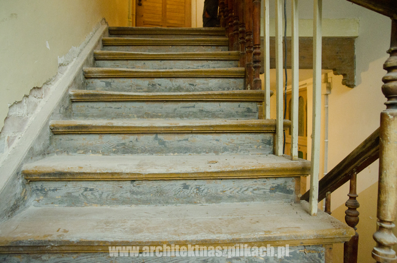 odnawianie schodów w kamienicy