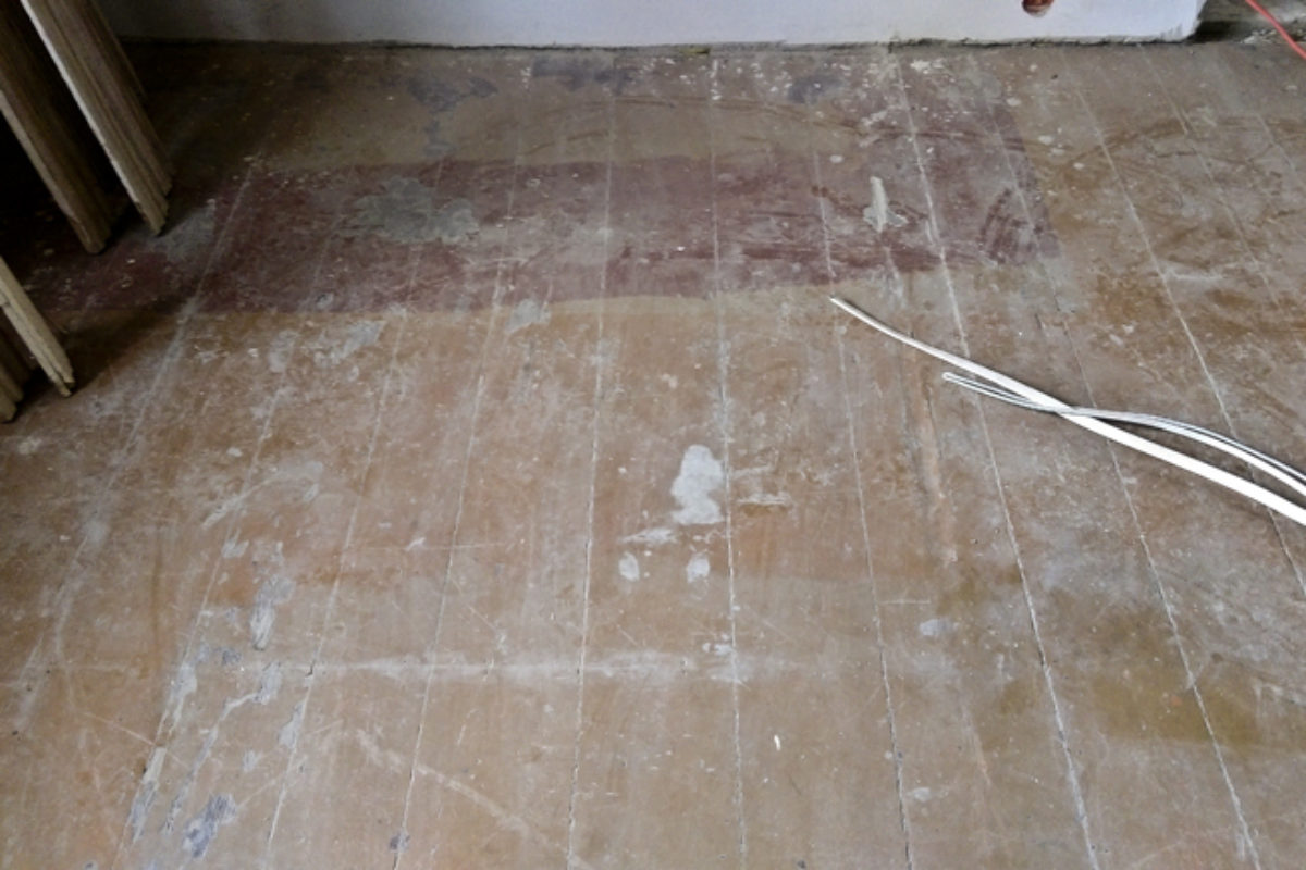 Odnawianie starej sosnowej podłogi w kamienicy | PORADY ARCHITEKTA