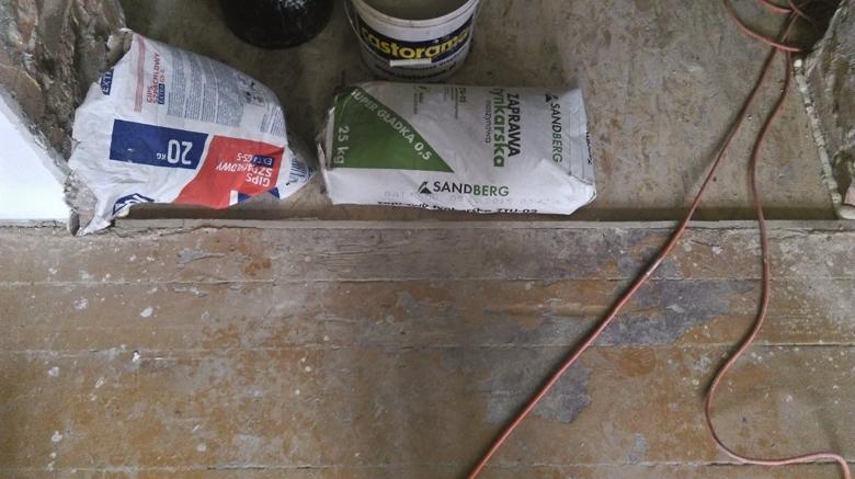 podłoga w kamienicy przed odnowieniem