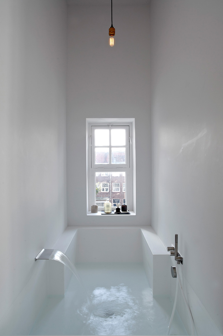Canal_House_Amsterdam_Bath_room_room_Witteveen_Architects_HiMacs_9.jpg
