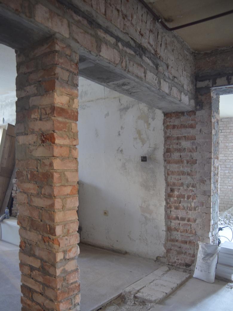 Jak odkryć i oczyścić ścianę z cegły