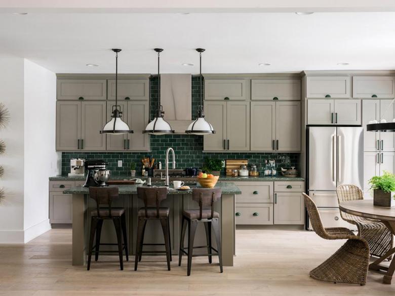 dh_2017_kitchen-01-wide_h.jpg.rend.hgtvcom.966.725.jpeg