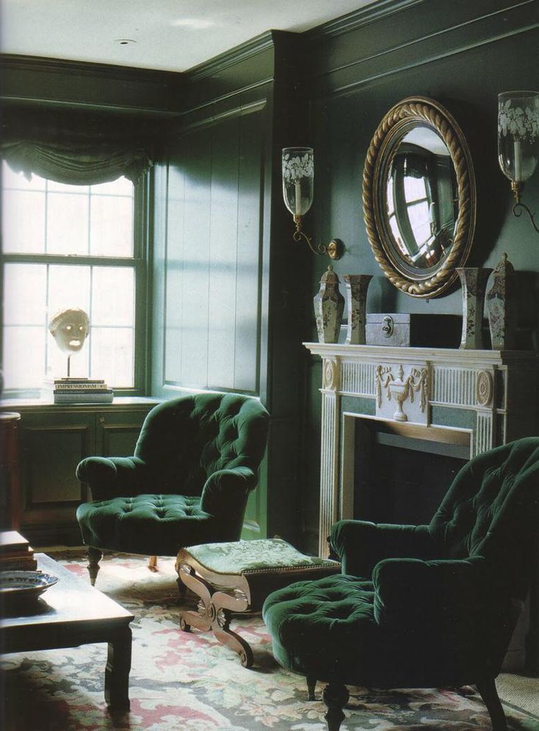 zielona ściana i fotele - kompozycja zieleni