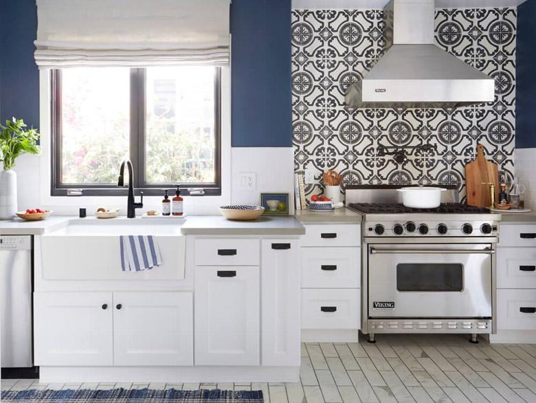 Kran nad kuchenką - potfiller w kuchni