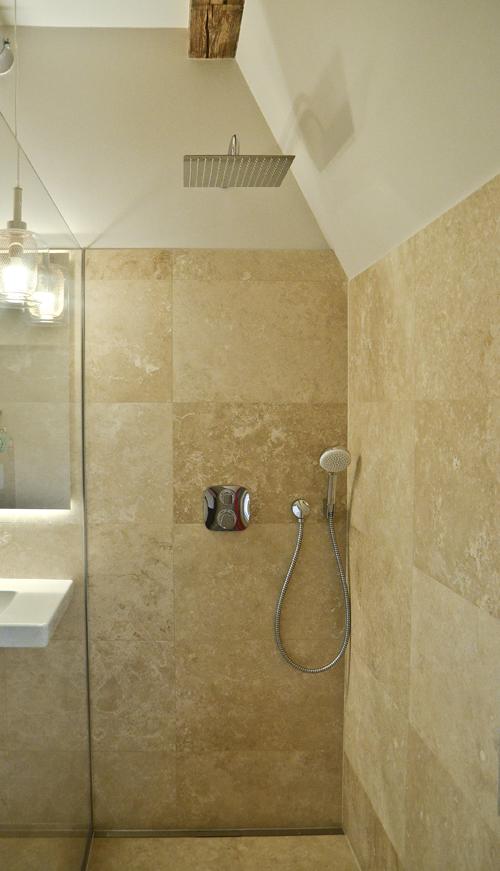 łazienka mieszkania w kamienicy